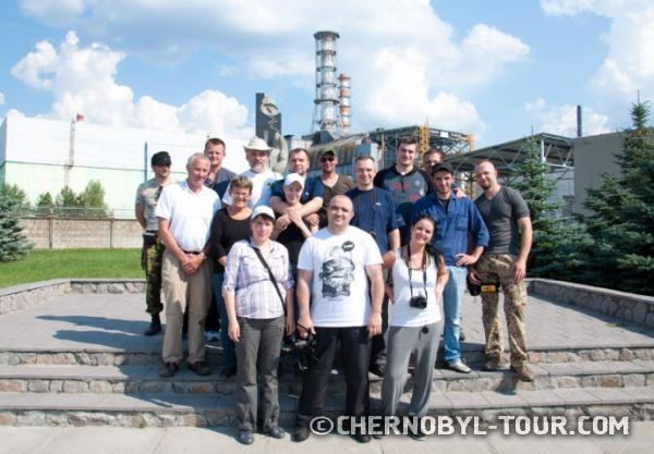 Групповое фото Чернобыль-ТУР у Саркофага
